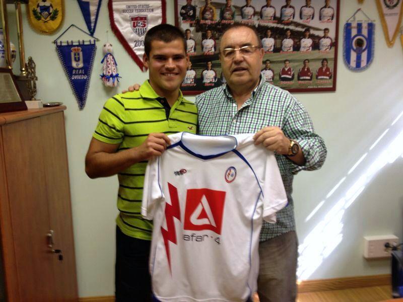 Enrique Bedia con Borja, jugador de la cantera que ha llegado al 3ª División
