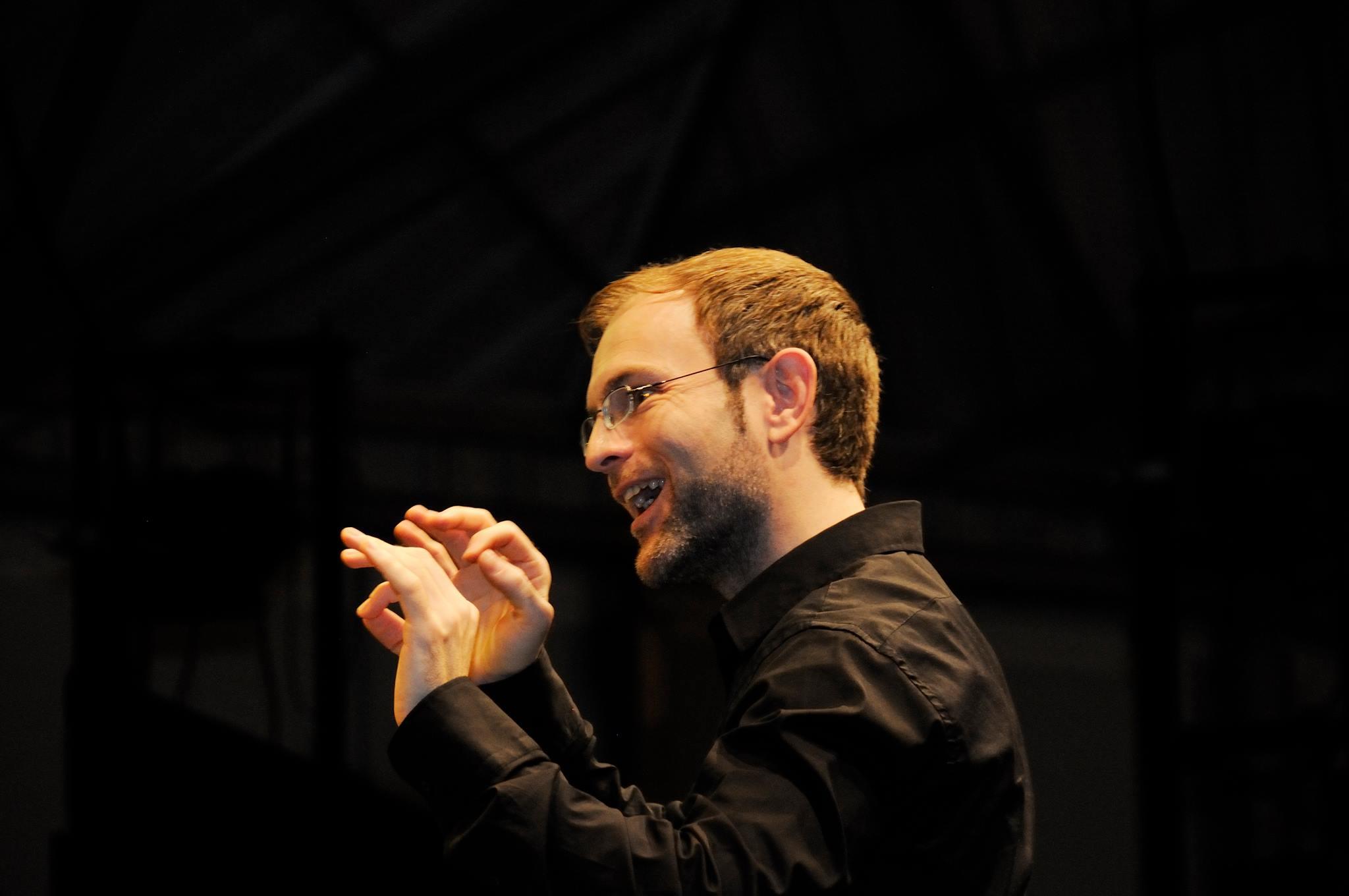DIRECTOR CORAL RAUL BARRIO