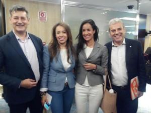 Alfonso Reina (izq) junto a Begoña Villacís, candidata al Ayto de Madrid y los candidatos de Benetusser y Xativa