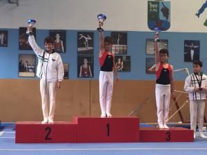 Gimnastas nivel 2 en el podium