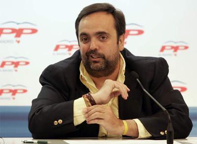 Guillermo Ortega en la sede del PP