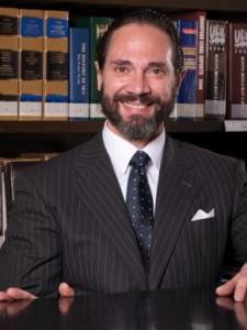 El abogado y ex fiscal Enrique Molina se deja a veces barba