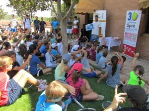 La reunión de niños y niñas en el acto promocional del ATP Challenger Open Castilla y León Villa de El Espinar