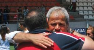 "Antonio Iriondo abraza a Jonatan Alba ""Jony"""