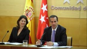 Lucia Figar y Salvador Victoria, consejeros madrileños del PP imputados y dimitidos