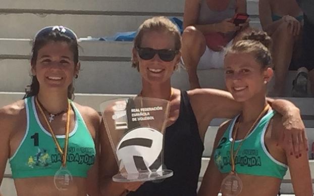 Clara Soler, Olga Matveeva (técnico) y Tania Moreno, campeonas de España en Lorca