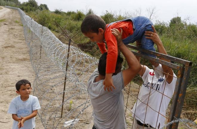 Vallas con cuchillas en la frontera de Hungría
