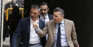 Alejandro de Pedro junto a su abogado