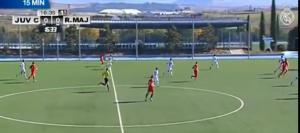 Momento del disparo de Guille que supuso el 0-1