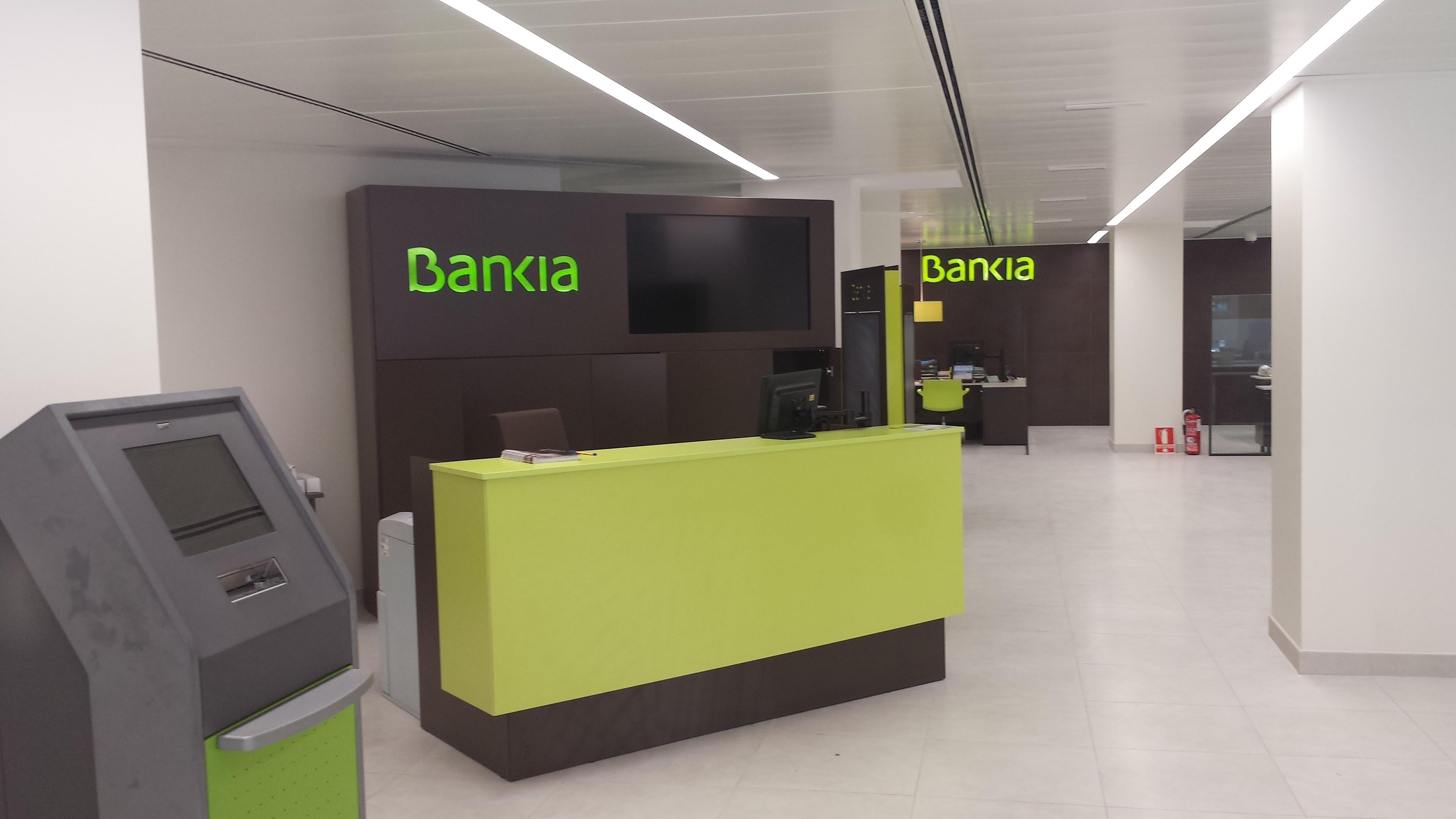 La denuncia de dos majariegas contra bankia majadahonda da for Oficina 7020 bankia