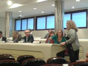 Ana Ramos durante la defensa de su moción ante el pleno