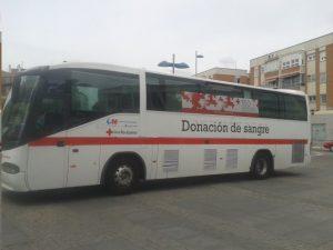 El autobús de Cruz Roja en la Plaza de los Jardinillos