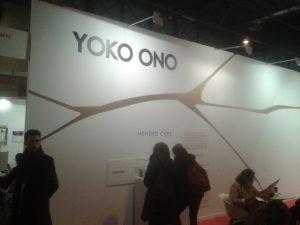 Yoko Ono diseñó unas tazas de café expuestas en Arco 2016