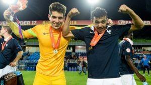 Luca Zidane (izquierda) festeja el triunfo