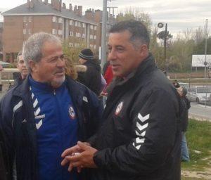 El ex futbolista Antonio López (At. Madrid), Antonio Iriondo y Oscar Mena, en la grada majariega