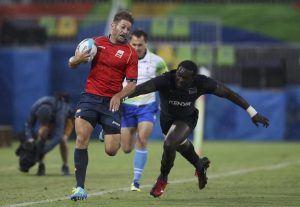 2016 Rio Olympics - Rugby - Preliminary - Men's Placing 9-12 Spain v Kenya - Deodoro Stadium - Rio de Janeiro, Brazil - 10/08/2016. Marcos Poggi Ranwez (ESP) of Spain evades Oscar Ouma (KEN) of Kenya to score a try. REUTERS/Phil Noble (BRAZIL - Tags: SPORT OLYMPICS SPORT RUGBY ANIMALS) FOR EDITORIAL USE ONLY. NOT FOR SALE FOR MARKETING OR ADVERTISING CAMPAIGNS.