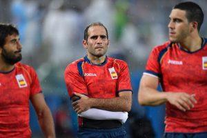Pablo Feijóo se marcha lesionado tras el partido ante Kenia entre Pla y Losada / AFP