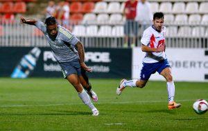 Rubén no puede impedir el gol de Mariano