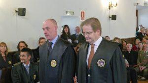 El juez Narciso Dueñas (derecha)