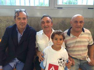 Federico Utrera (MJD Magazin), Severiano Soladano y Monchi Cano con un joven aficionado