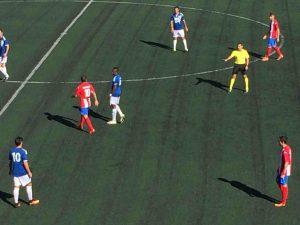 El árbitro fue abroncado por cortar el juego duro del Navalcarnero