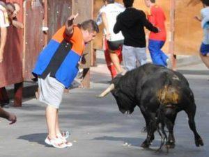 Jorge Rosco, sorteando un toro
