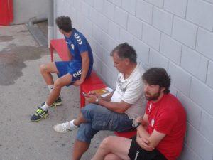 Fernando Calderón, de clanco, en un entrenamiento del primer equipo