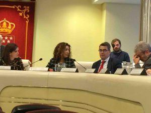 Patricio Mackey (Somos) al fondo. En primer término Mariene Moreno, A. Rguez y A. Reina (Cs)