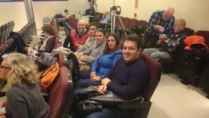 Miembros de colectivos antidesahucios acudieron al pleno