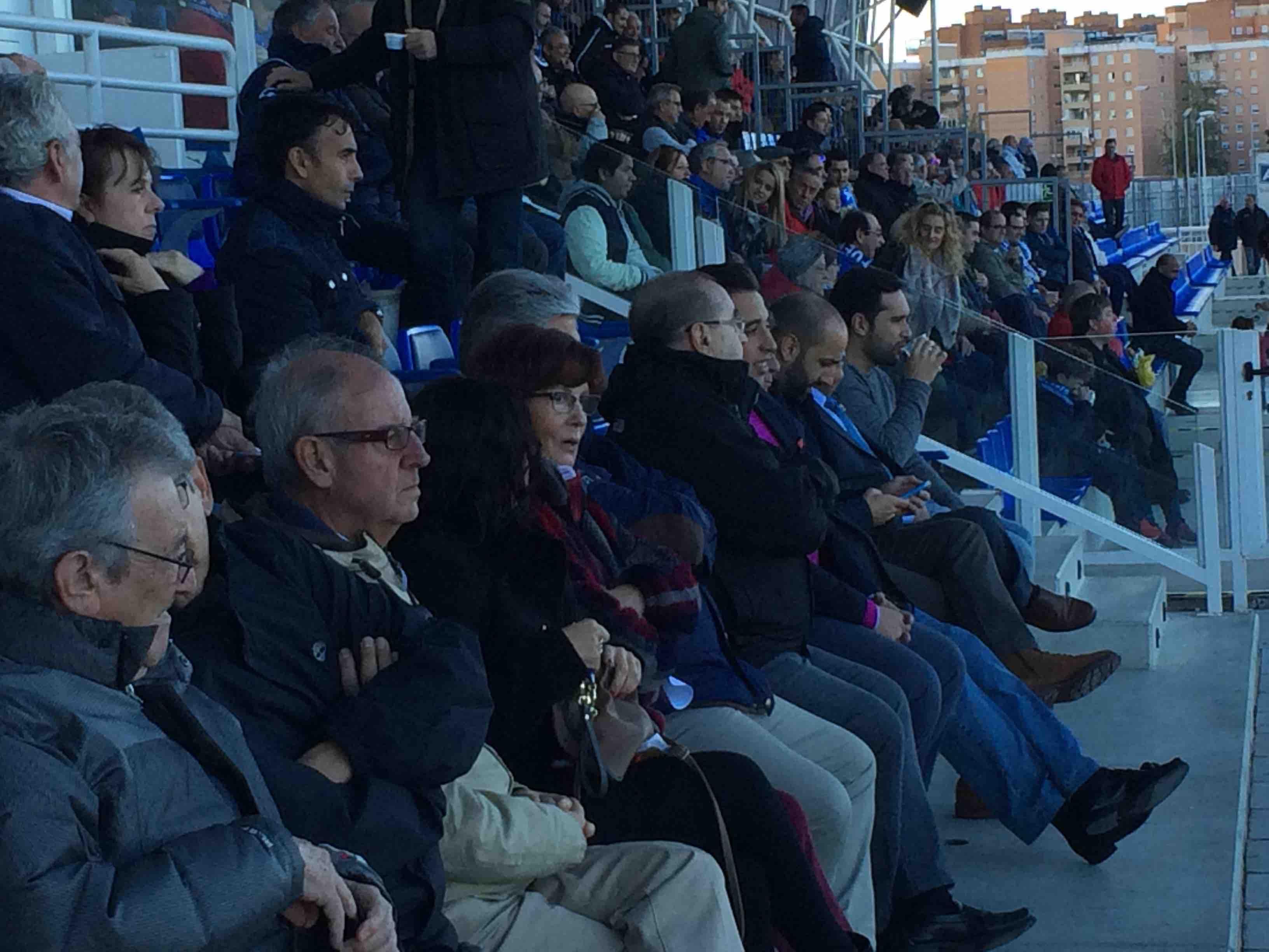 Palco del Fernando Torres con directivos del Rayo Majadahonda
