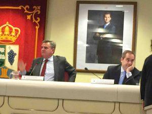 Narciso de Foxá y Ricardo Riquelme en el pleno