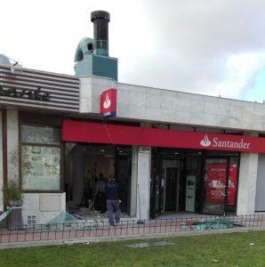 La banda del acetileno revienta otro cajero del banco for Santander cajeros madrid