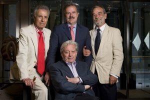 Campo Vidal, en el centro, con miembros de la Academia