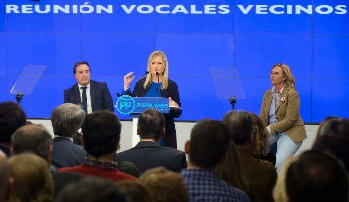 Cifuentes se reune con los 21 secretarios generales del PP de Madrid y recibe 196 nuevos afiliados