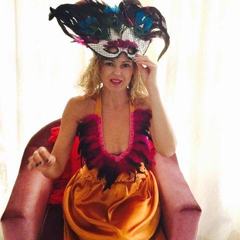 Fiesta de Carnaval en La Manuela (Majadahonda) con disfraces, drag queen, arte y pintura