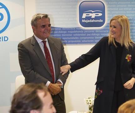 PP Majadahonda entrega sus avales para apoyar a Cristina Cifuentes como sustituta de Esperanza Aguirre