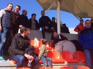 """""""Duelo al sol"""" entre las peñas del Rayo Majadahonda y los """"ultra sur"""" del Real Madrid"""