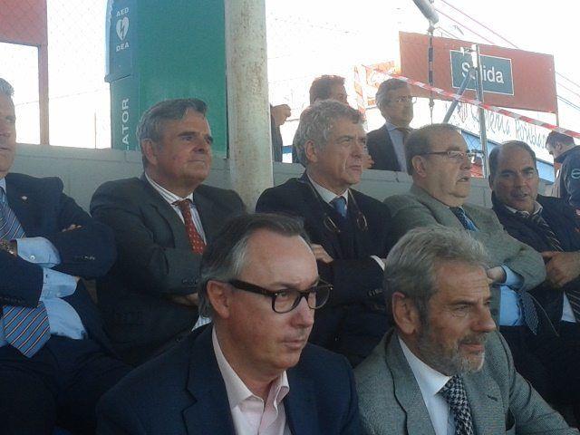 """Malestar """"político"""" con el presidente del Rayo Majadahonda: """"él nos invitó a todos y además pagamos las entradas"""""""