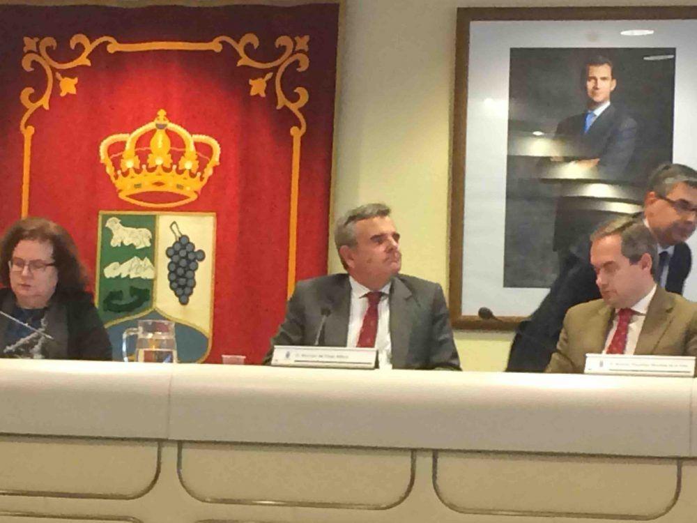 """La Oposición pide a Foxá que se encadene en RENFE Majadahonda y este se niega: """"antes me desnudo"""""""
