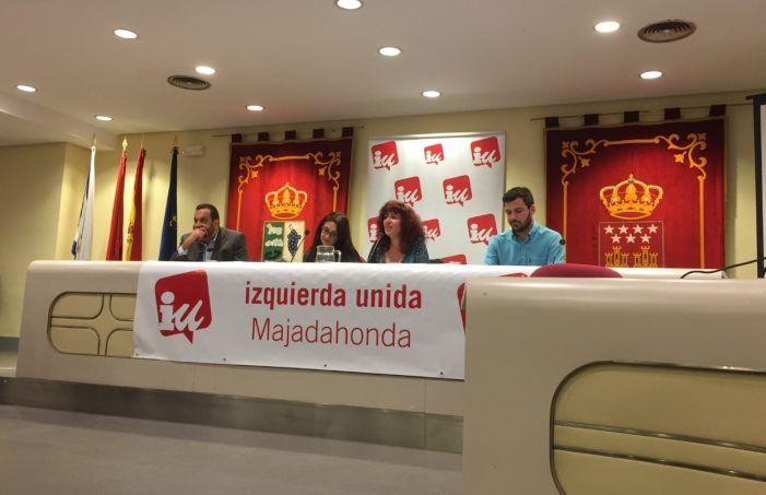 """Eduardo Garzón (IU) esquiva el """"micro"""" del alcalde y defiende el marxismo en Majadahonda"""