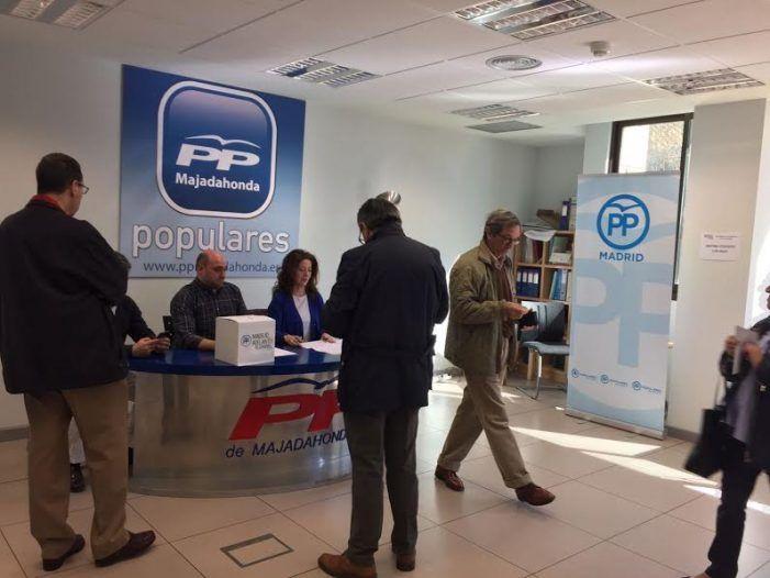 """Cristina Cifuentes gana las """"primarias"""" en el PP de Majadahonda con el 84% y el 76% de participación"""
