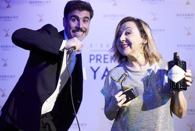 """Jaime Gona, director de Cines Zoco Majadahonda, entrega el Premio Yago a """"Phenomena"""""""