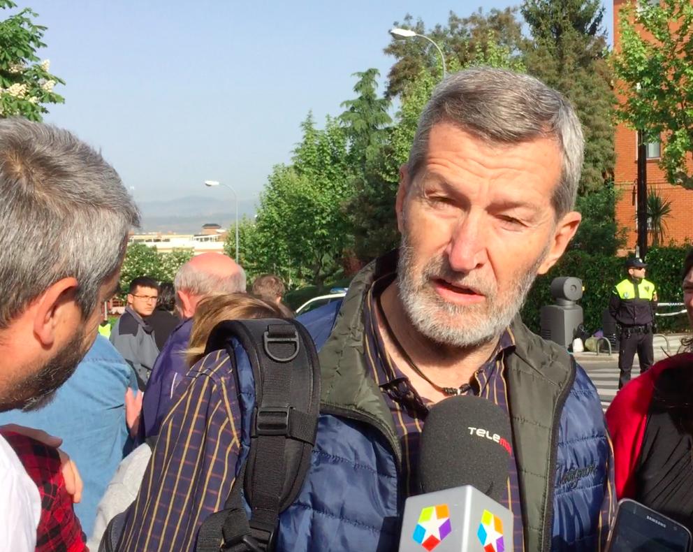 """""""Un nutrido número de políticos"""" en el desalojo de Majadahonda pero la """"estrella"""" fue el general de Podemos"""