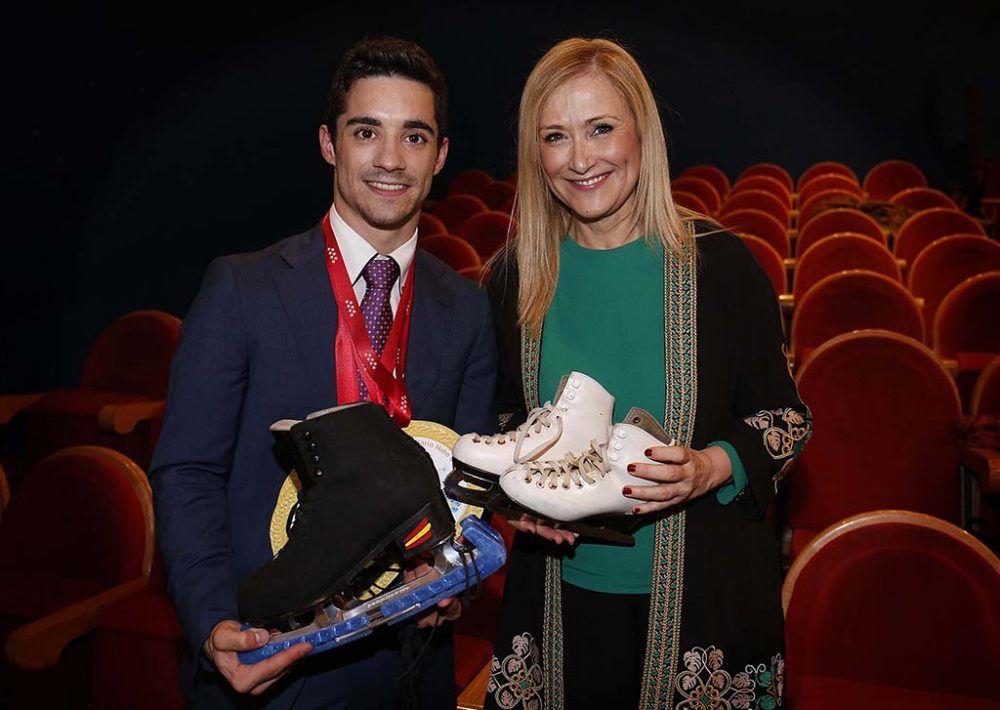 La Comunidad de Madrid premia al patinador Javier Fernández y al Dr. Jesús Vaquero (Majadahonda)