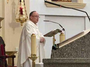 """El párroco de Majadahonda defiende la Quema del Judas: """"no hay venganza, solo arde lo corrupto"""""""