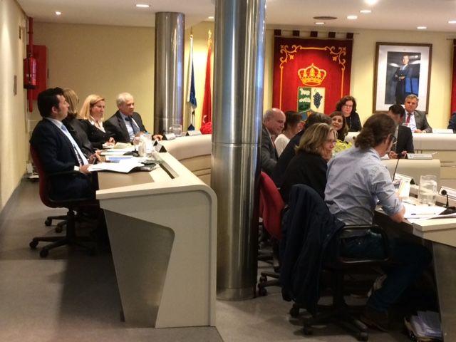 """Los concejales de Majadahonda se recetan """"fútbol o lexatin"""" para apaciguar la tensión de los plenos"""