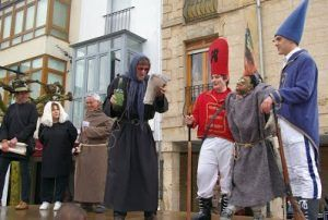 """Orígenes burlescos, """"asuntos de faldas"""", crítica política y alarde militar en la """"Quema del Judas"""" de Majadahonda"""