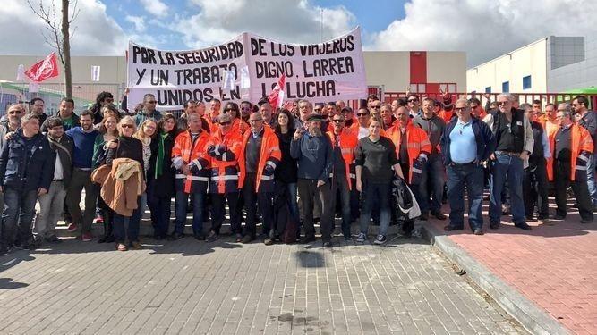 """El comité de empresa de Autobuses Larrea suspende temporalmente la huelga como """"gesto de buena voluntad"""""""