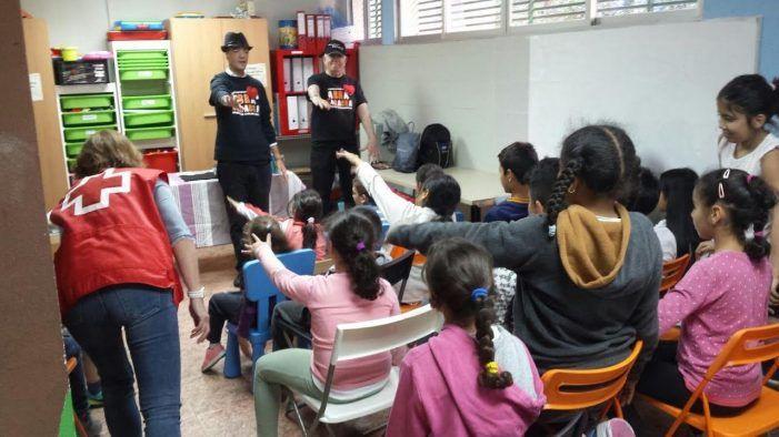 Los magos de Abracadabra llenan de ilusión a los niños del Centro de Día Majadahonda