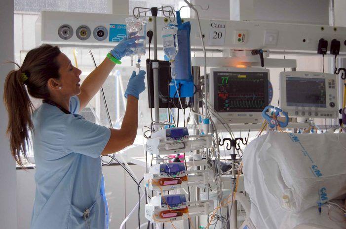 """El Hospital Puerta de Hierro Majadahonda humaniza su UCI """"abriendo sus puertas"""""""